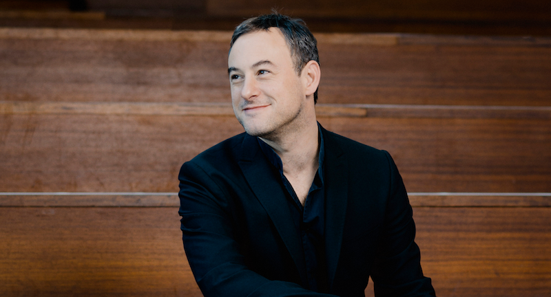 Conductor Jonathan Cohen