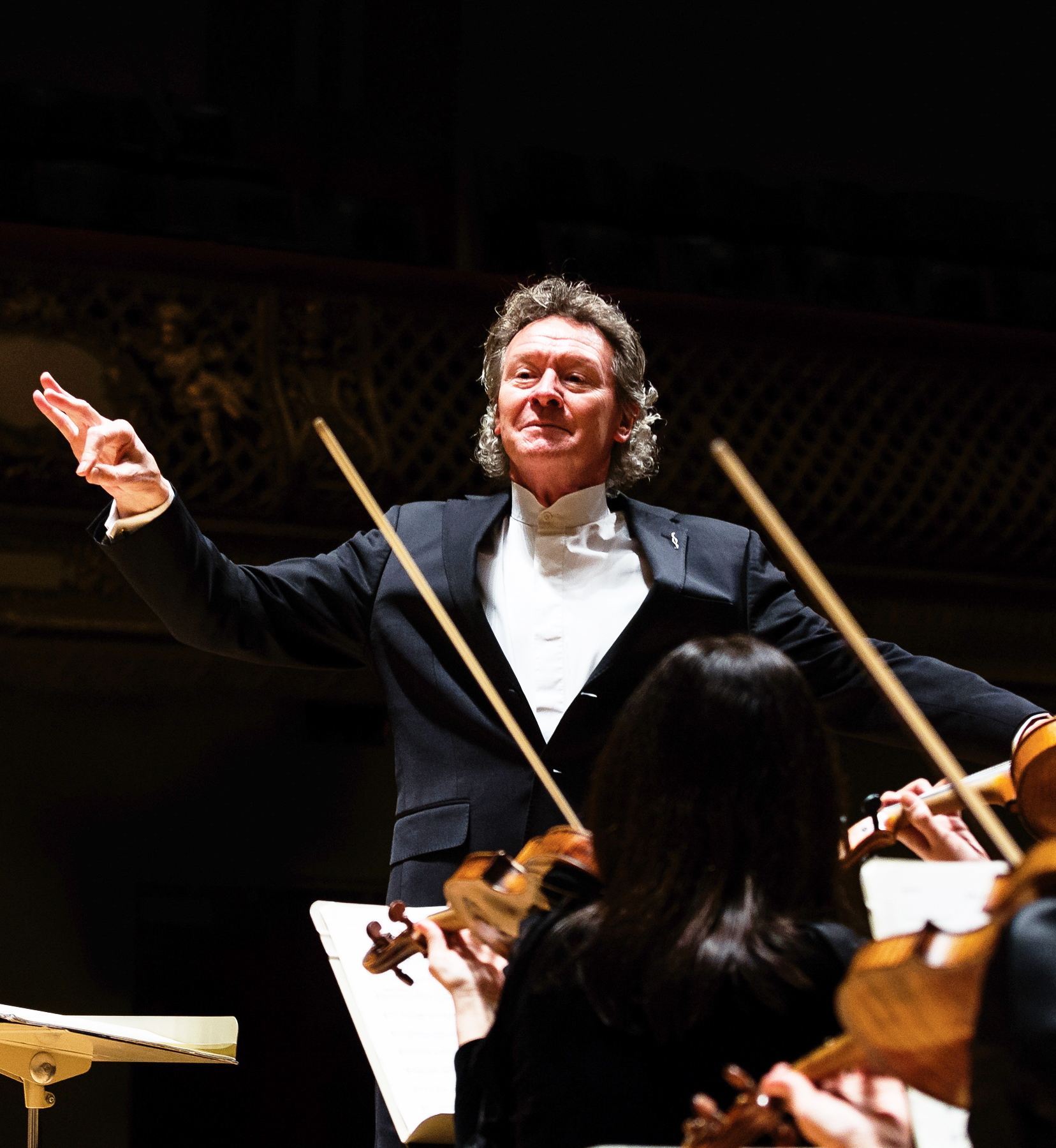 Artistic Director Harry Christophers conducting